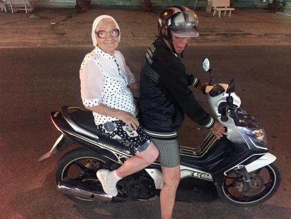 abuela-mochilera